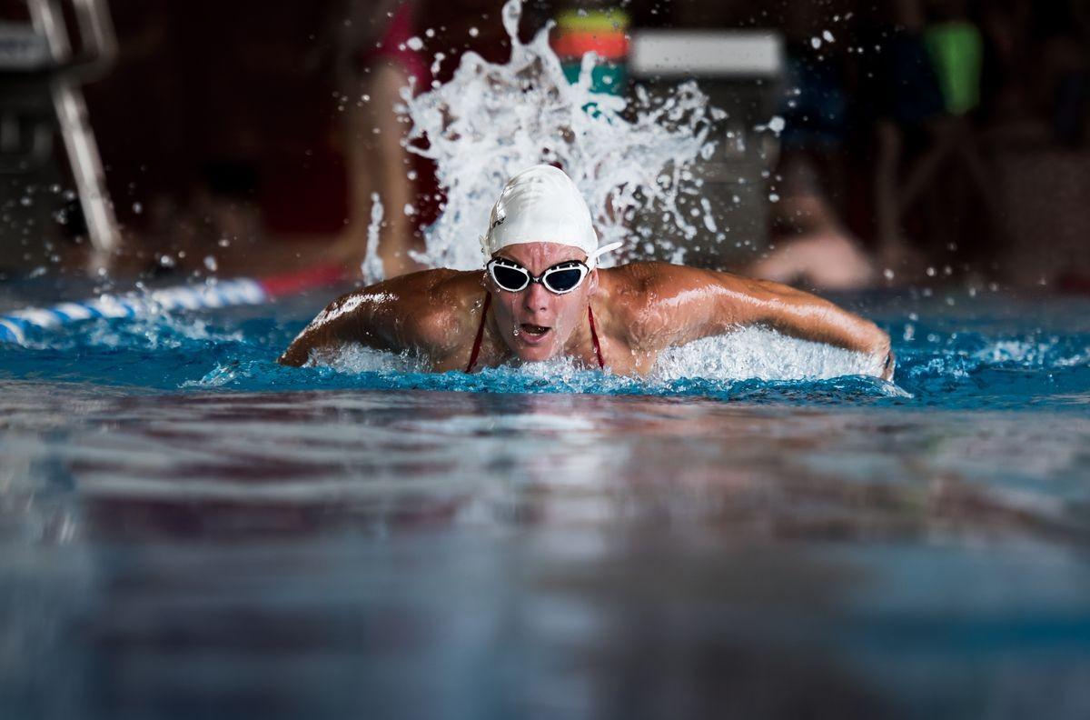 Schwimmerin im SWB-Bad